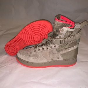 Nike SF Air Force 1 High Rush Coral Size 8
